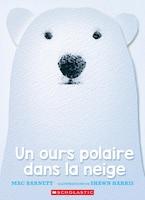Un ours polaire dans la neige