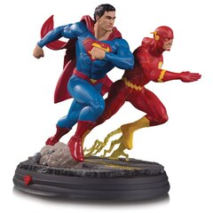 DC Gallery: Superman vs The Flash Racing - Racing Statue