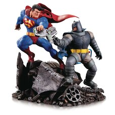 MINI STATUETTE SÉRIE BATTLE – BATMAN : THE DARK KNIGHT RETURNS, BATMAN CONTRE SUPERMAN