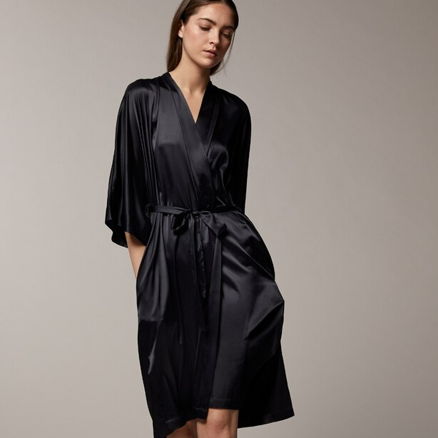 LOVE AND LORE SILKY KIMONO BLACK MEDIUM-LARGE