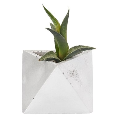 HOMEBODY COLLECTIVE TRIANGLE PLANTER POT SILVER SOLID