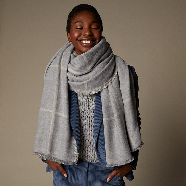 LOVE AND LORE REVERSIBLE WINDOWPANE SCARF HEATHER GREY & OATMEAL