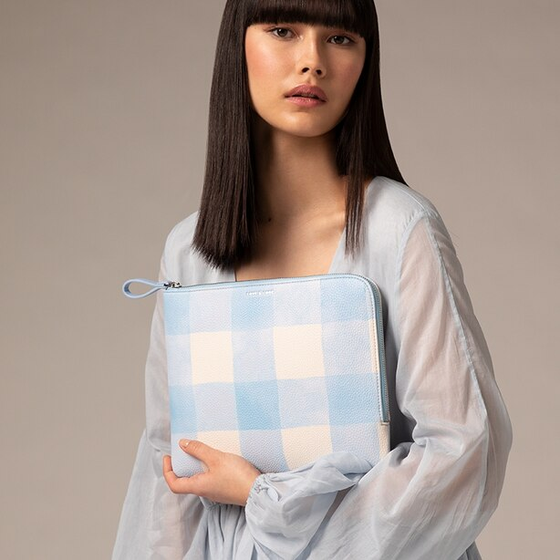 ON THE GO POUCH GINGHAM, BLUE